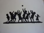 Kinderschar spielt Ball.JPG
