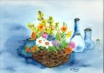 Blumenkorb mit Flaschen